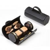 Кожаный футляр черный с наполненим из средств по уходу за обувью фирмы Tarrago
